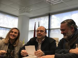 Sebastián Pérez junto a Marifrán Carazo y Pablo García.