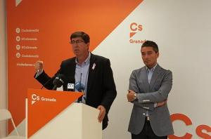 Juan Marín junto a Manuel Olivares tras una reunión en octubre pasado.