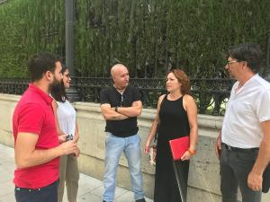 María del Carmen Pérez con otros representantes de IU.