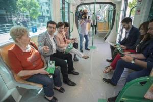 El alcalde, con la delegada de la Junta en unas jornadas de puertas abiertas del Metro.