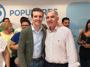Santiago Pérez junto a Pablo Casado en el acto que este último tuvo en Granada.