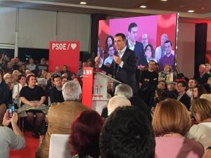 Pedro Sánchez durante el mitin que ha ofrecido este lunes en Granada.
