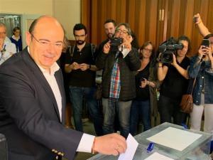 Pérez, en el momento de ejercer el voto.