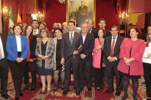 Foto de familia del gobierno de Cuenca con cargos socialistas.