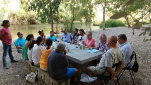 Encuentro de miembros de Podemos a orillas del Guadalfeo.