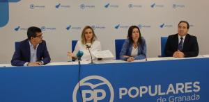 Los parlamentarios del PP, este viernes en rueda de prensa.