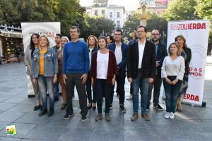 Candidatos y candidatas de Unidos Podemos, arropados por cargos públicos.