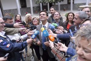 Cuenca atiende a los medios en una de sus primeras intervenciones tras la investidura.