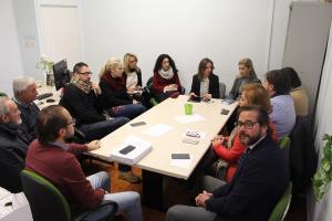 Rocío Díaz, con otros concejales del PP, en una de las reuniones con comerciantes.