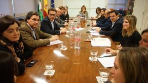 Reunión del presidente del PP andaluz con responsables del Colegio de Médicos de Granada.