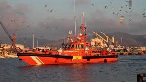 Embarcación de Salvamento Marítimo llegando al Puerto de Motril.