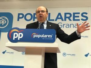 El presidente provincial del PP, Sebastián Pérez, en rueda de prensa.