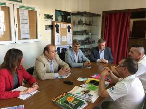 Un momento de la reunión del PP con los representantes de la Gremial del Taxi.