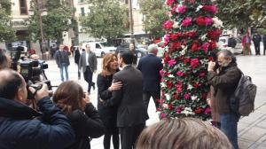 Susana Díaz saluda a Francisco Cuenca.
