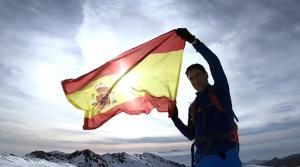 Teodoro García Egea con la bandera de España, en una imagen del vídeo.
