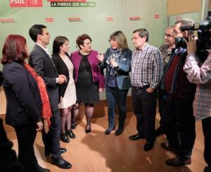 Adriana Lastra, junto los dirigentes provinciales del PSOE.