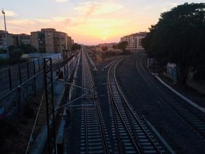Vías de tren a la llegada de la estación de Granada.