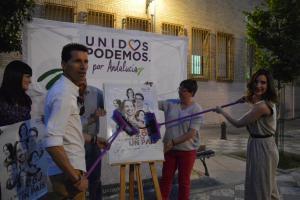 Candidatos en pegada de carteles.