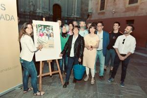 Vamos Granada ha hecho una pegada simbólica de carteles en las Pasiegas.