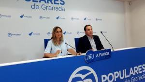 Los parlamentarios andaluces Marifrán Carazo y Vicente Valero.