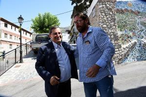 El presidente de la Diputación con el alcalde de Jete.