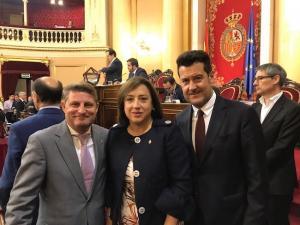 Zubeldia, junto a Francisco Javier Aragón y Sandra García, en el Senado.