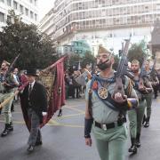 La Legión tras dejar atrás la Plaza Isabel La Católica.
