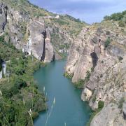Otra imagen de la bella garganta del río antes de llegar a Pinos Genil.