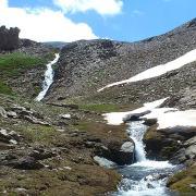 Cascadas de agua que se convertirán más abajo en el río Dílar