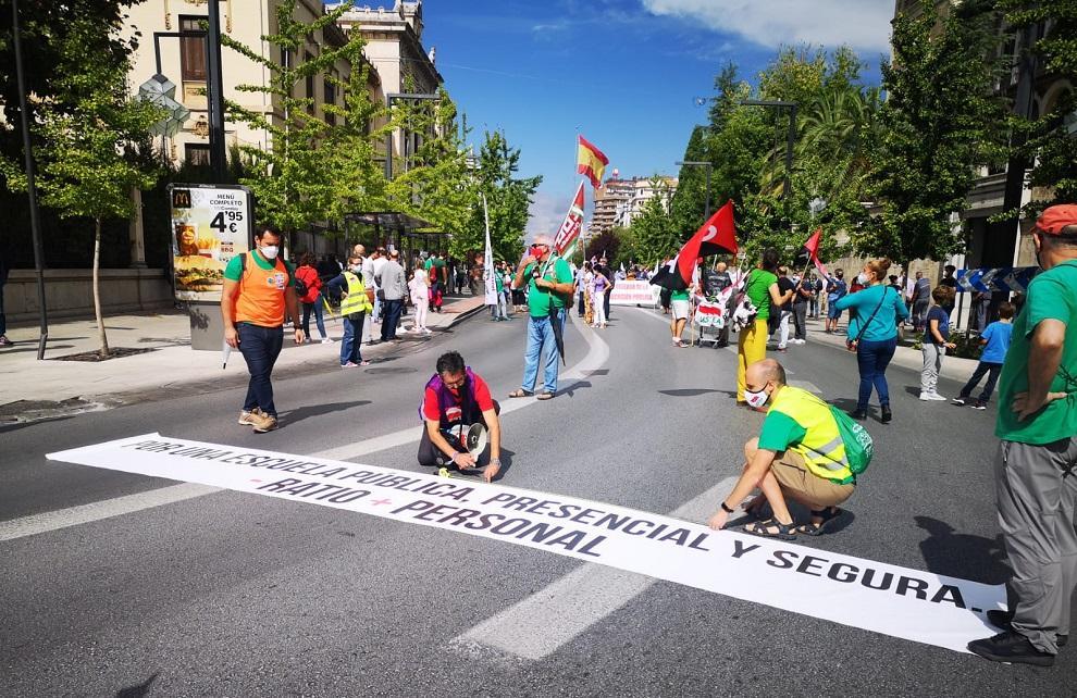 Detalle de la manifestación celebrada este viernes en Granada.