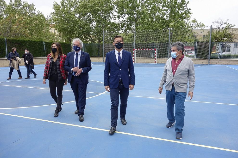 El alcalde, este miércoles, en una visita a las pistas deportivas de Arzobispo Pedro de Castro.