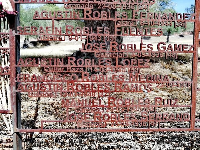 El nombre de Agustín Robles Ramos figura en el Memorial a las Víctimas del franquismo levantado junto a las tapias del cementerio.