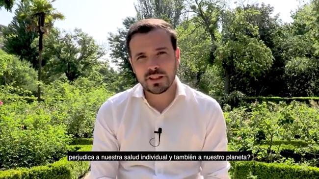 Imagen extraída del vídeo de Alberto Garzón.