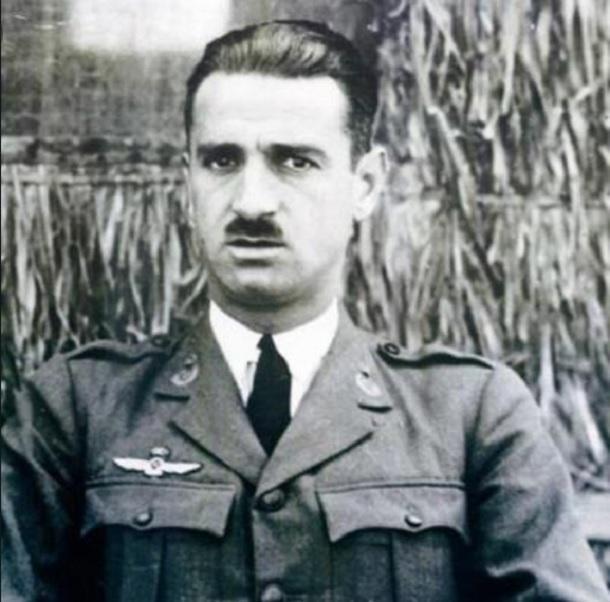 Ante la conspiración contra la República, Cisneros se afilió al Partido Comunista y recibió el encargo de reorganizar la Fuerza Aérea republicana.