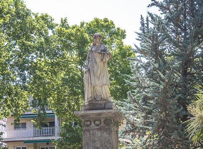 Monumento a Mariana Pineda, en la plaza que lleva su nombre, en Granada.