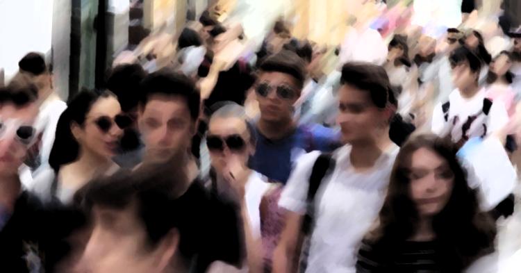 Gente en la calle Mesones.