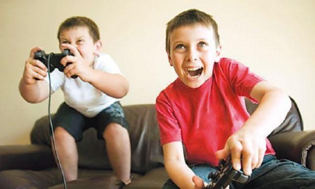 Niños jugando a la 'play'
