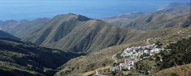 Vista de Polopos, con los campos sin apenas bosques.