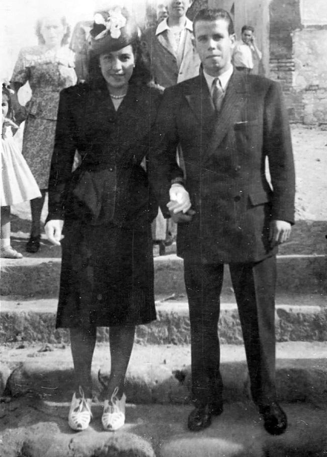 Pilar Jiménez de Toro, la madrina y Antonio García López, el novio, el día de la boda de Antonio con Teresa, hermana menor de Pili (04-07-1948).