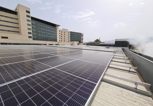 Placas solares instaladas en el hospital.