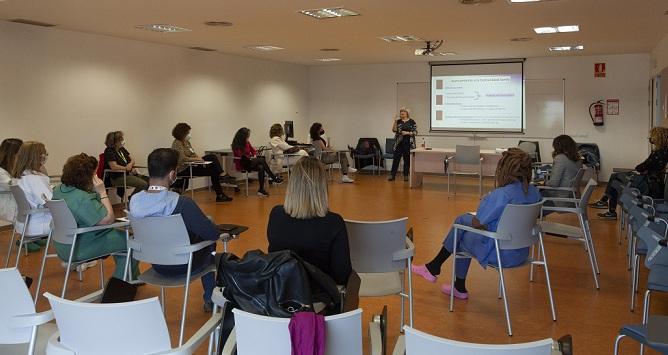 Sesión formativa sobre lengua de signos en el Clínico San Cecilio.