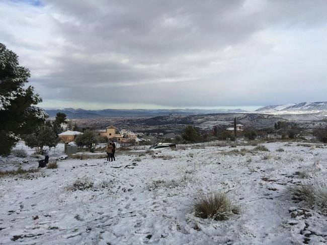 nevada sobre Los Llanos, en Monachil.