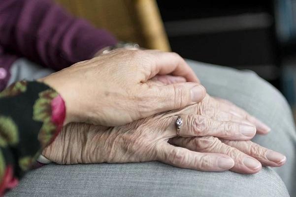 En Granada hay 15.000 personas mayores que viven solas.