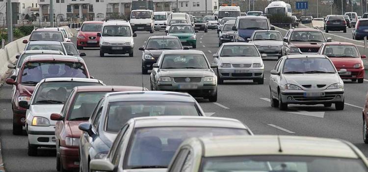 Alta densidad de coches en la Circunvalación.