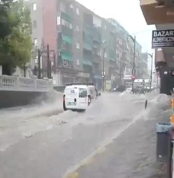 Imagen de la Avenida de Andalucía en plena tormenta.