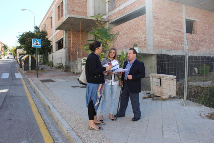 María Francés en una visita a Bola de Oro con Marifrán Carazo y Vicente Valero.