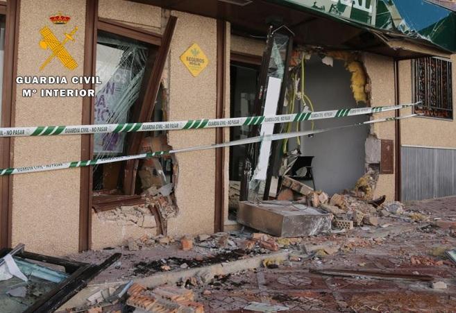Uno de los cajeros destrozados en uno de los robos.