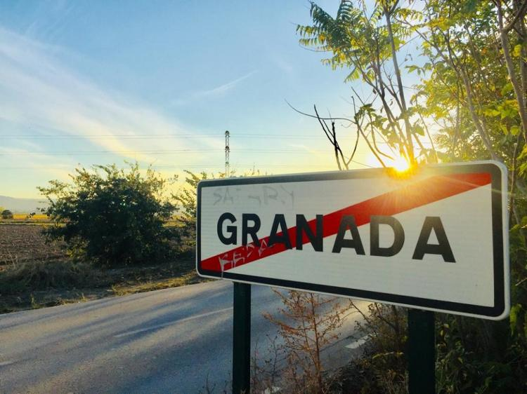 Cartel indicando el límite de la capital granadina.