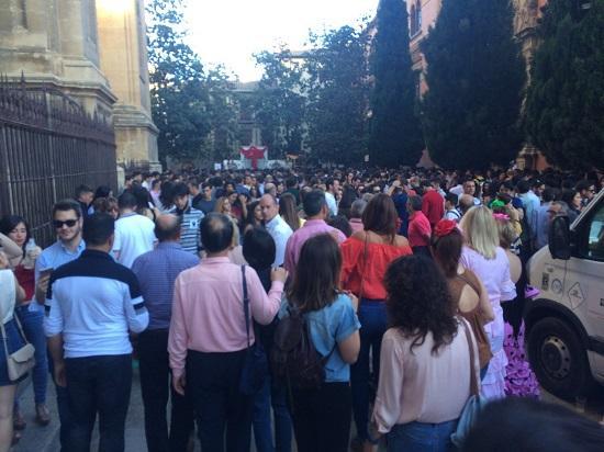 Fotografía distribuida por el PP con la gran afluencia de público en el centro.