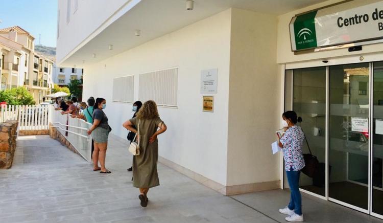 Colas en el Centro de Salud Bola de Oro.